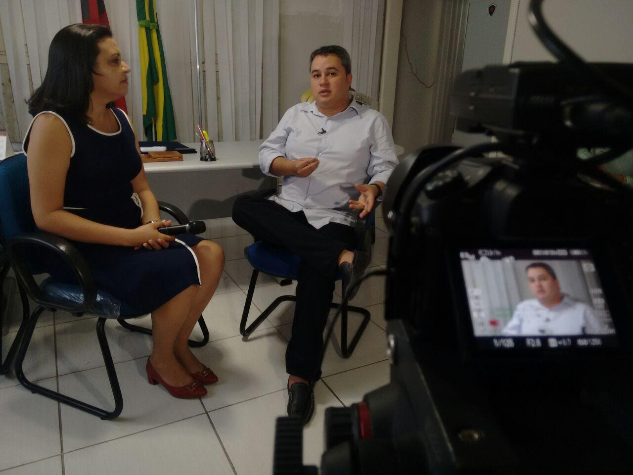 """Efraim Filho defende Rodrigo Maia e diz que ele tem capacidade de """"unificar o Brasil"""""""