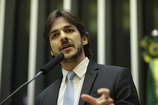Pedro pede assinaturas para 'PEC dos Penduricalhos' na Câmara Federal