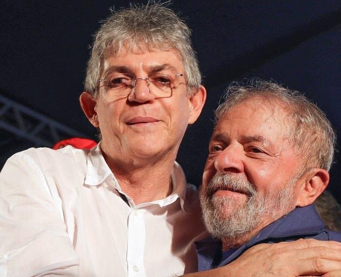 """Ricardo comemora decisão do STF: """"Lula Livre, antes tarde que nunca"""""""