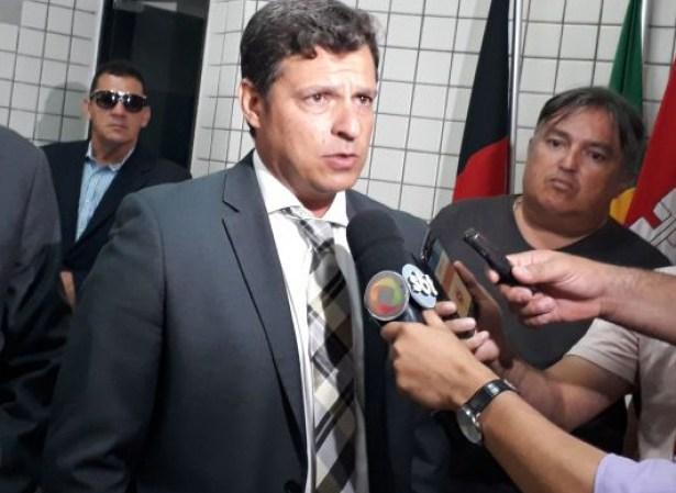 TCE obriga Vitor Hugo exonerar esposa de cargo na Prefeitura de Cabedelo