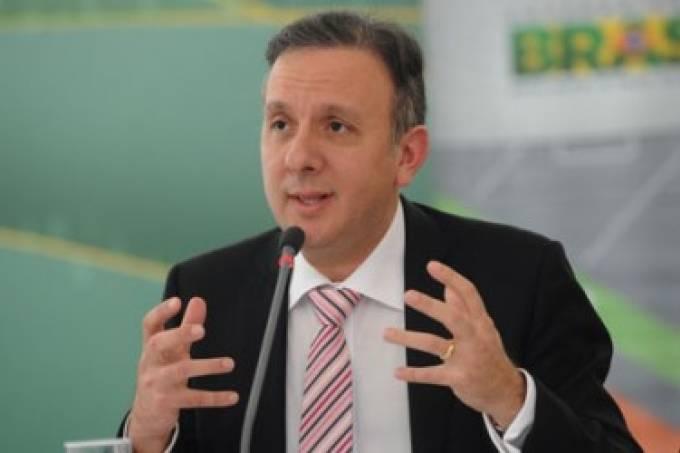 Aguinaldo Ribeiro teria negociado propina com Pezão, diz delator