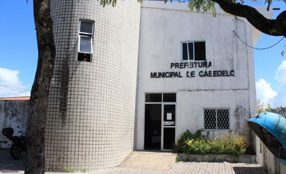 Candidatos em Cabedelo fazem 'adesivaços', visita a bairros e 'live'