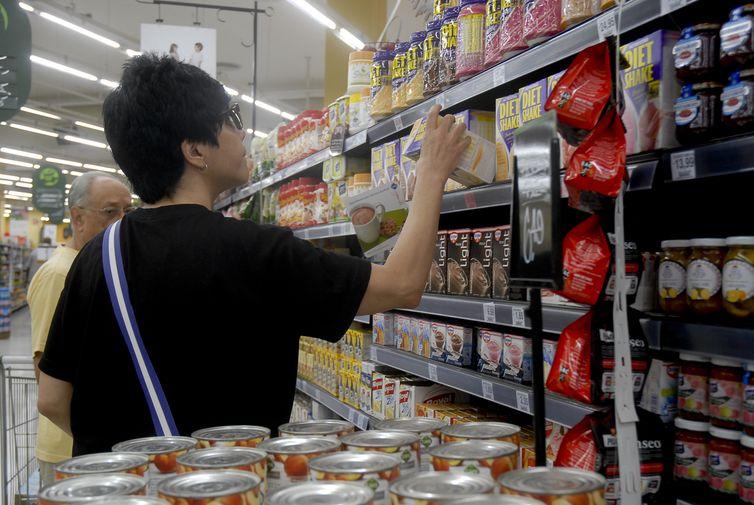 Procon-JP orienta consumidores sobre produtos com validade vencida