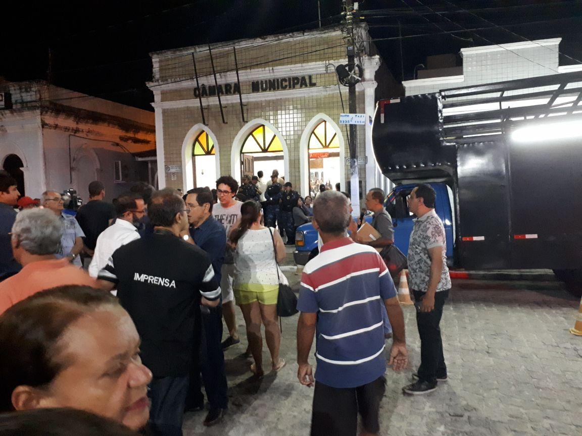 Câmara de Cabedelo recebe pedido de impeachment de Leto Viana