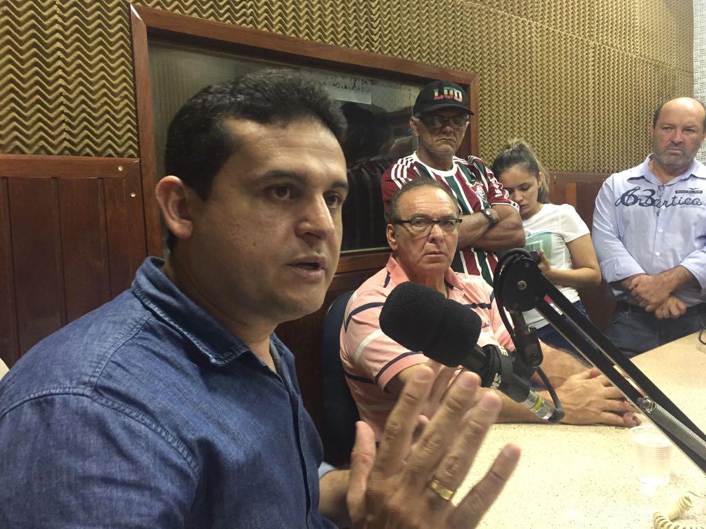 "Célio Alves defende Rosas, critica renúncia coletiva e prega ""unidade"""