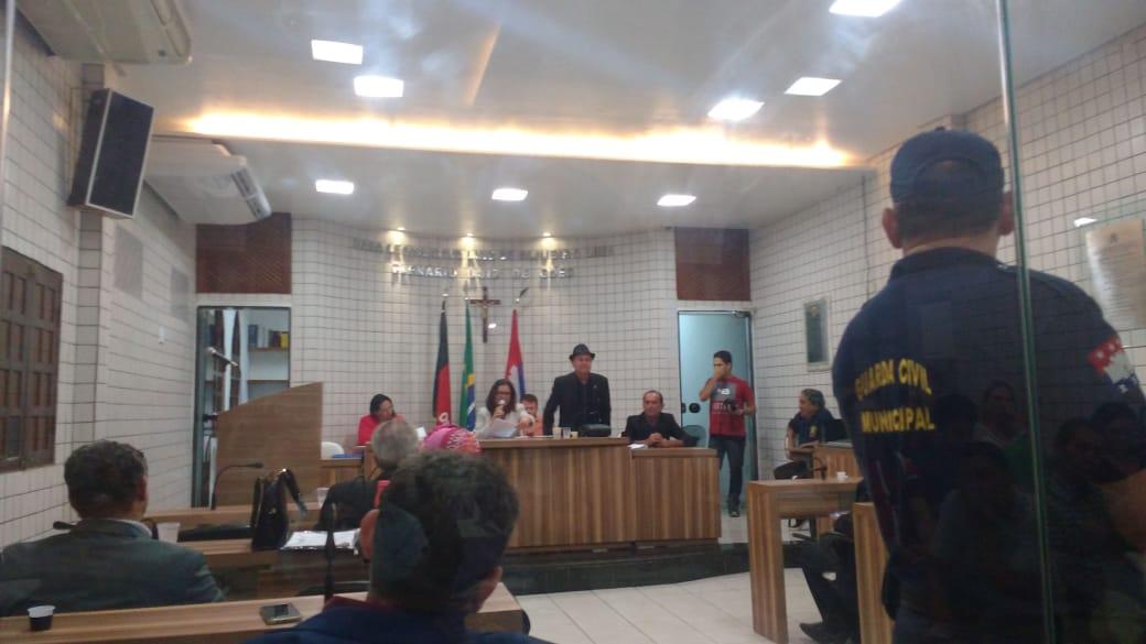Impeachment de Leto Viana entra em pauta neste momento na Câmara de Cabedelo