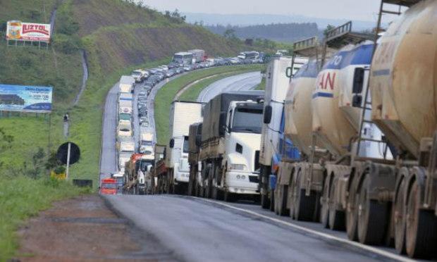 Justiça concede liminar que proíbe e multa quem bloquear rodovias na PB em protesto