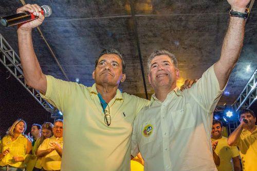 Leto Viana e Flávio Oliveira são notificados sobre processo de impeachment