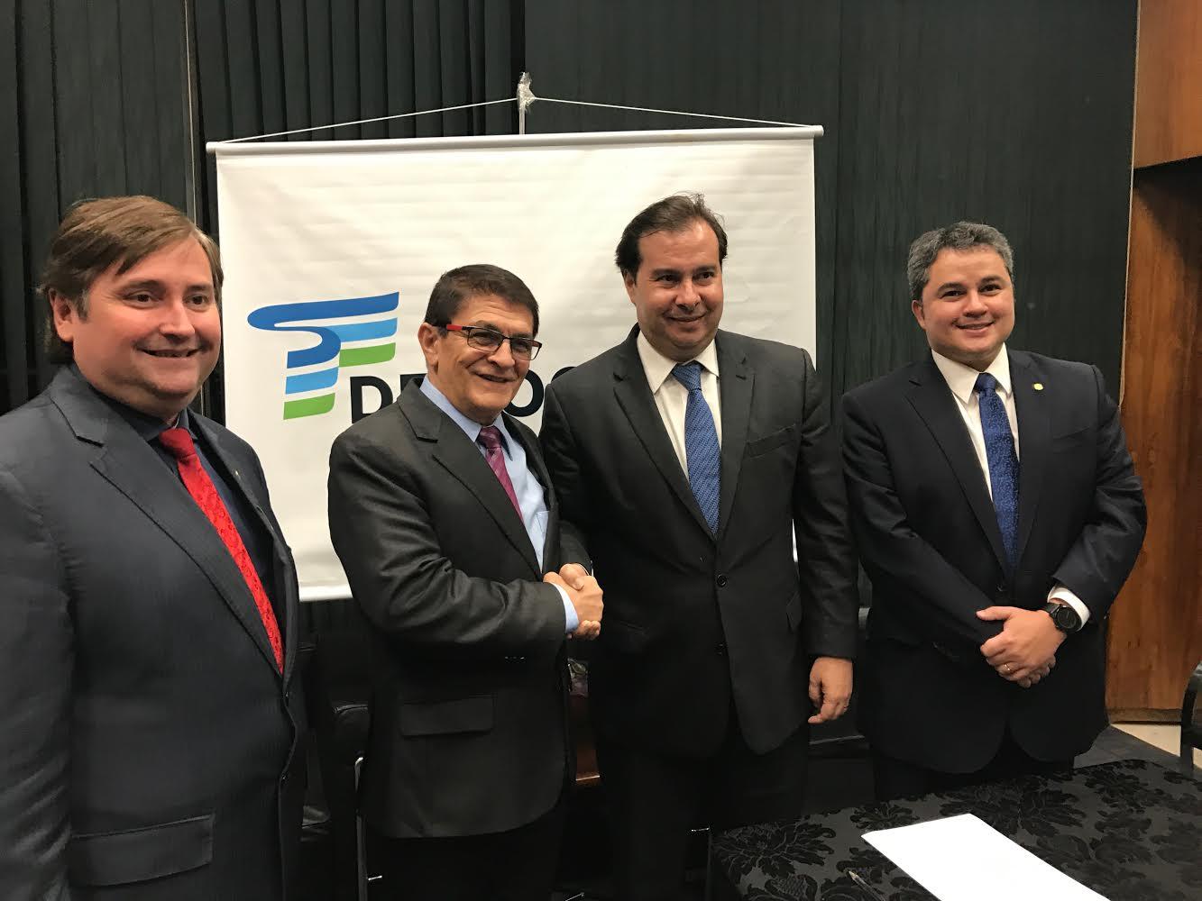 Rodrigo Maia diz que João Teodoro pode contribuir com novo ciclo na política
