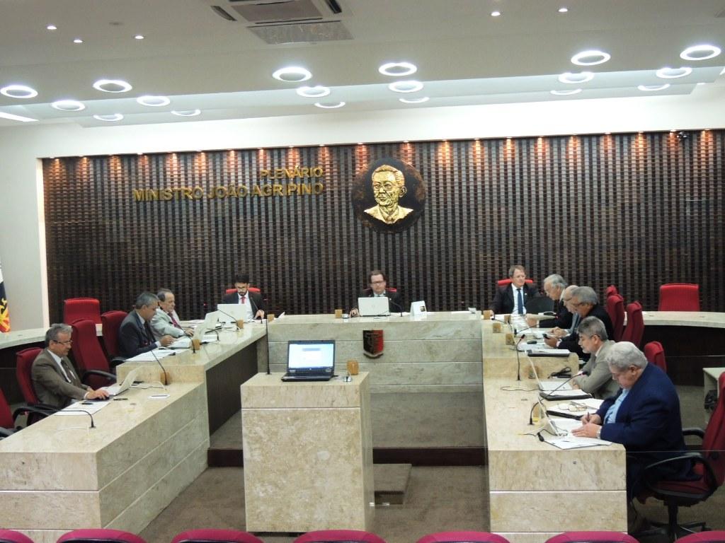 TCE responsabiliza ex-prefeito por excesso de pagamento de horas extras