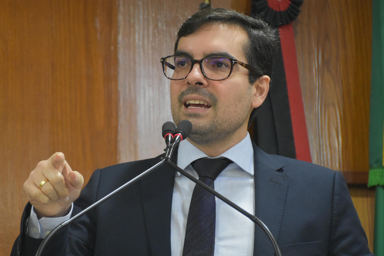 Lucas de Brito alerta contra intolerância no Brasil e condena atos de violência