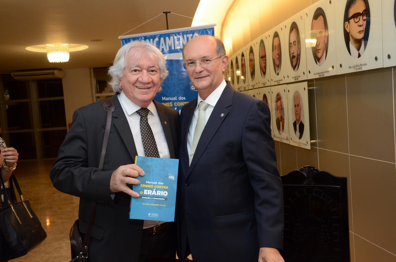 Aluizio Bezerra lança livro anotado e comentado sobre Improbidade Administrativa