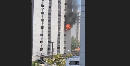 Incêndio atinge apartamento em prédio localizado em Tambaú