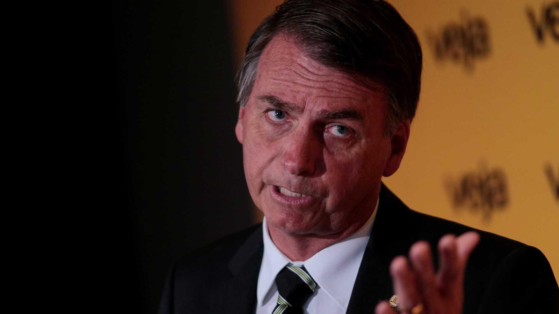 Bolsonaro diz que não tem controle sobre atos violentos de apoiadores