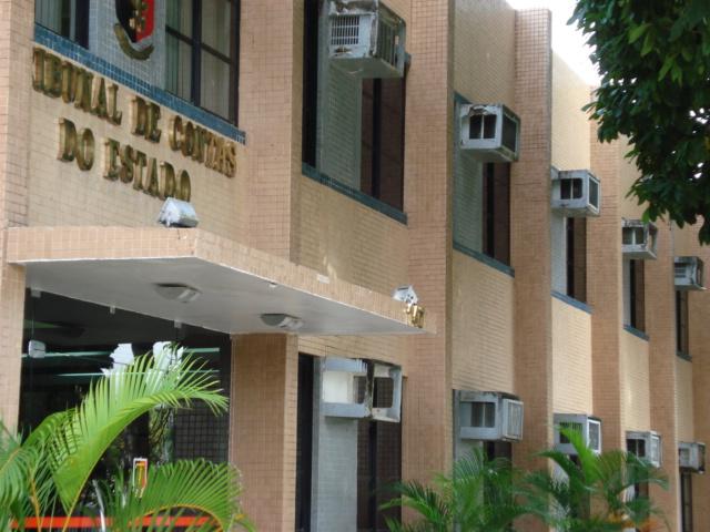 TCE manda bloquear contas bancárias de duas câmaras municipais