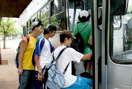 Linhas de ônibus são reforçadas e ciclofaixa de lazer é suspensa para o Enem