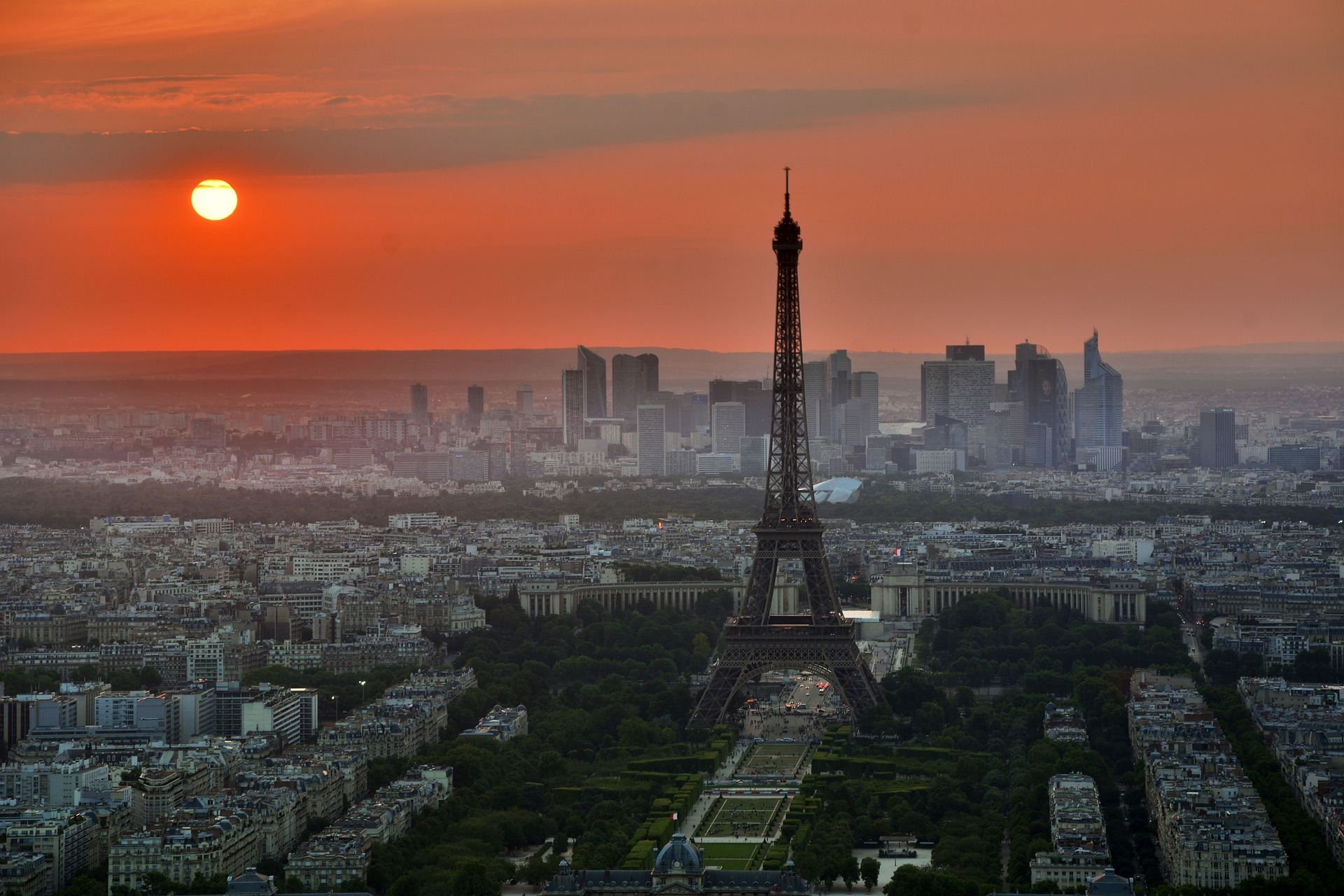 Manifestantes protestam contra aumento de combustíveis em Paris