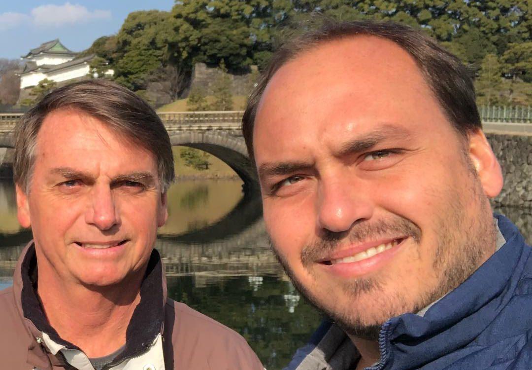 Filho de Bolsonaro volta a desqualificar Julian e diz que deputado se esconde atrás de Jair