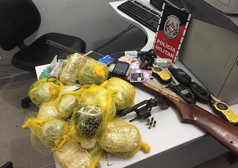 Polícia desarticula grupo formado por adolescentes com armas, motos roubadas e drogas