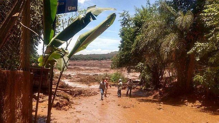 Barragem da Vale se rompe e atinge cidade de Brumadinho, em Minas Gerais