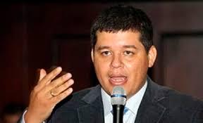 Ex-magistrado, crítico de Maduro, deserta e vai para os EUA