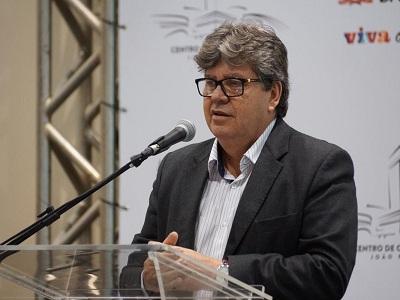 João Azevêdo recomenda voto da bancada em Adriano e Hervázio