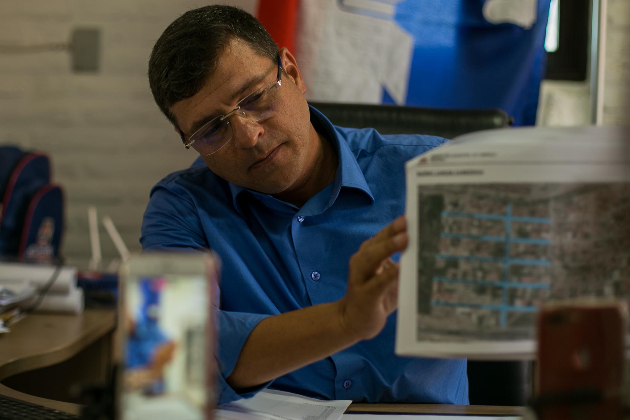 Vitor Hugo anuncia pavimentação de 49 ruas em 10 bairros de Cabedelo