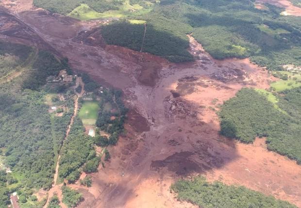 Pelo menos nove morrem e mais de 400 ficam desaparecidos após rompimento de barragem