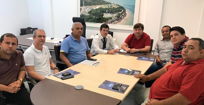 Comitiva obtém apoio do Creci-PB à mobilização contra travamento pela Caixa do MCMV