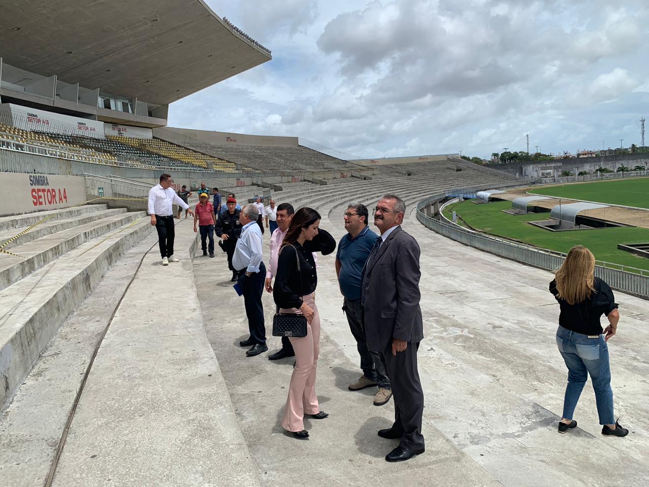MPPB vistoria Almeidão e interdita arquibancada após queda de pedaço de concreto da marquise
