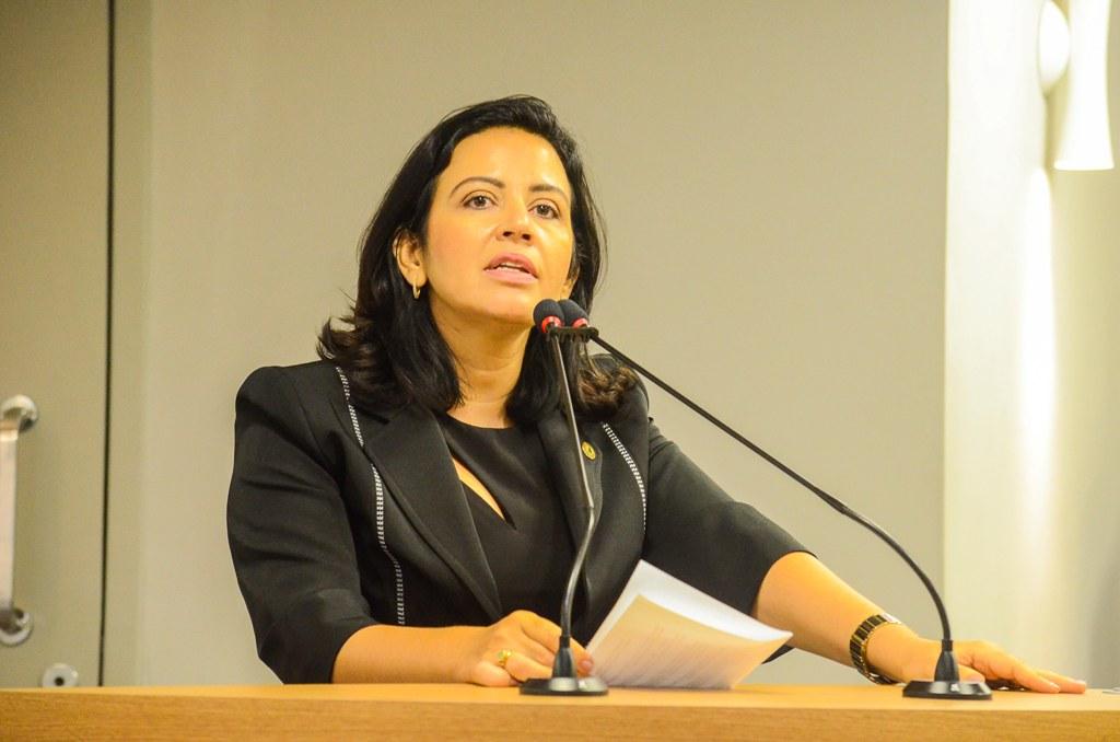 """Pollyana Dutra se queixa de """"isolamento"""" dela e de Adriano Galdino no PSB; ouça"""