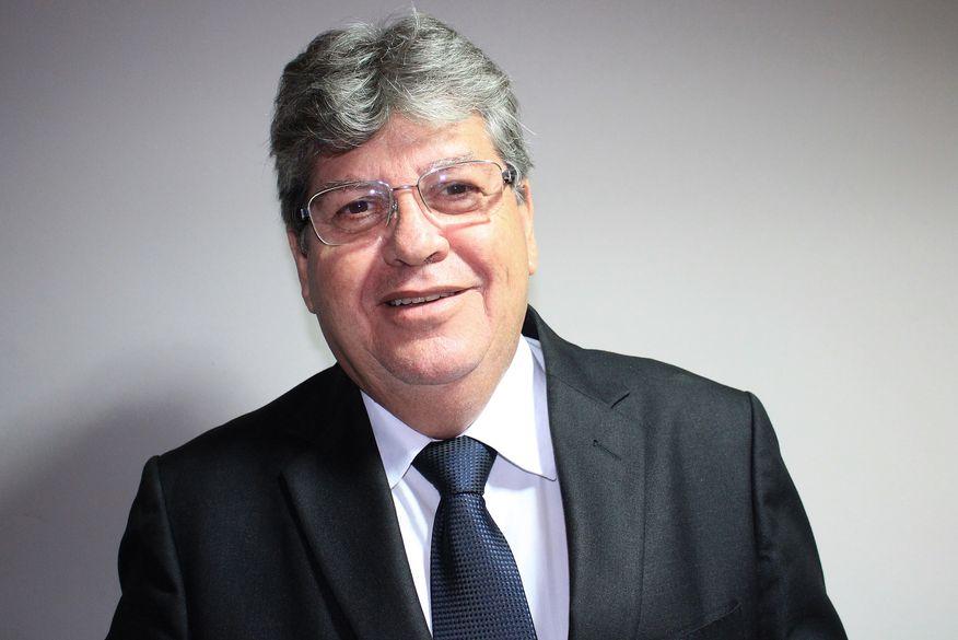 Em ofício, João Azevêdo confirma Ricardo Barbosa na liderança do governo