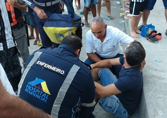 Pedaço de marquise cai sobre torcedor no Estádio Almeidão