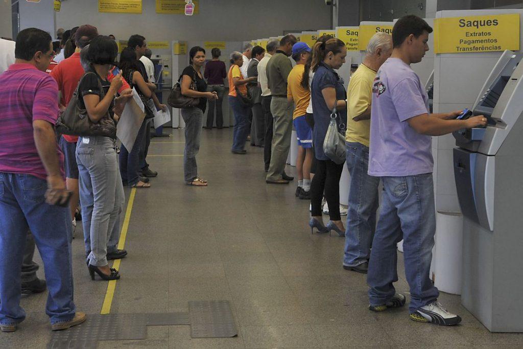 Banco terá que pagar multa de R$ 100 mil por descumprir lei da fila