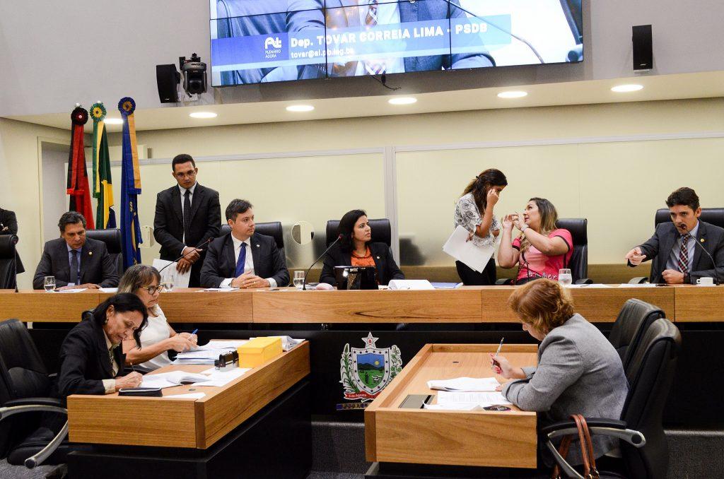 CCJ aprova projeto que prioriza atendimento médico a mulheres vítimas de violência doméstica