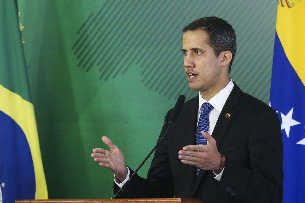 Parlamento,favorável a Maduro suspende imunidade de Guaidó