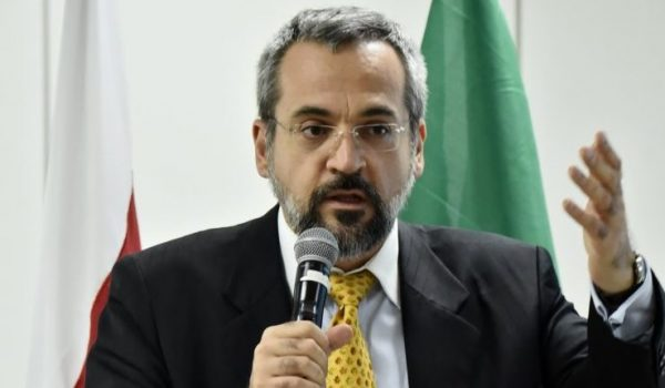 Ministro da Educação não descarta novos cortes e bloqueios