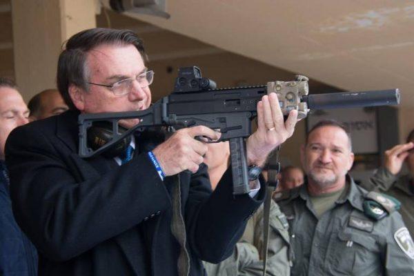 Sob pressão, Bolsonaro decide revogar decreto que facilita porte de arma de fogo