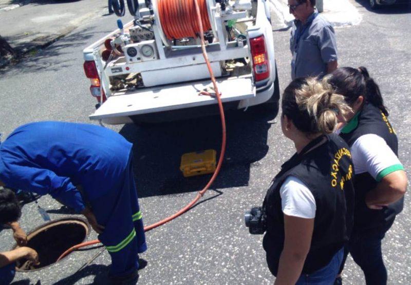 Prefeitura e Cagepa fiscalizam esgotos clandestinos na orla da Capital