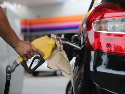 Menor preço da gasolina custa R$ 4,354 na capital, aponta pesquisa Procon-JP