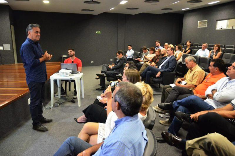 Luciano reúne trade turístico e apresenta projeto do Parque Ecológico Sanhauá