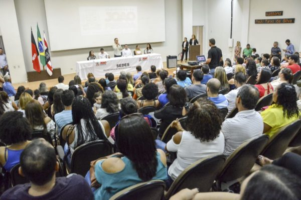 Luciano amplia Bolsa Universitária e PMJP vai auxiliar 400 estudantes com ajuda financeira