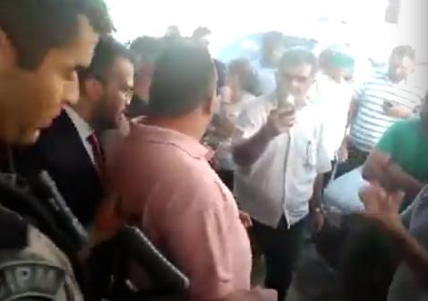 Suplente de vereador do Conde é preso pela PM na Câmara por exploração sexual