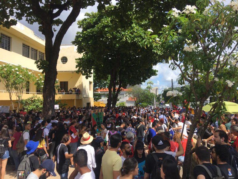 Ato público bloqueia trânsito no Centro de João Pessoa; há manifestações em várias cidades