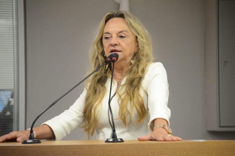 Doutora Paula entrega laudos e afirma que fará duas cirurgias em São Paulo