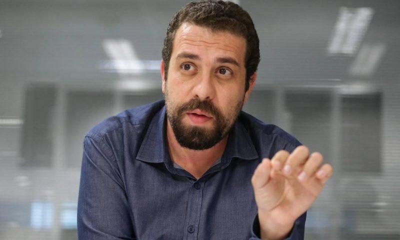 Na presidência há um idiota inútil, diz Boulos em ato no Rio Grande do Norte