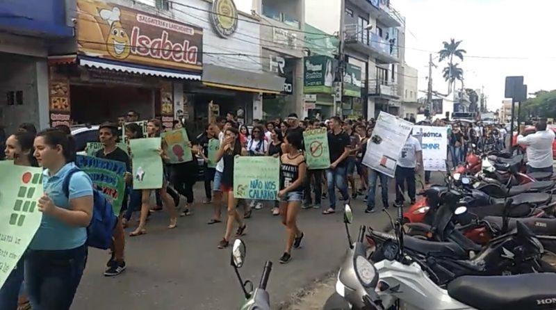 Estudantes do IFPB de Guarabira promovem protesto contra cortes na Educação