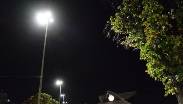 Ruas e praças de Santa Rita, Sapé e Caraúbas ganham novas luminárias