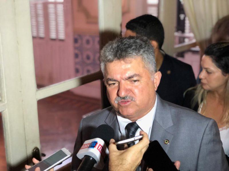 João Gonçalves nega crise e diz que G10 faz parte do Governo