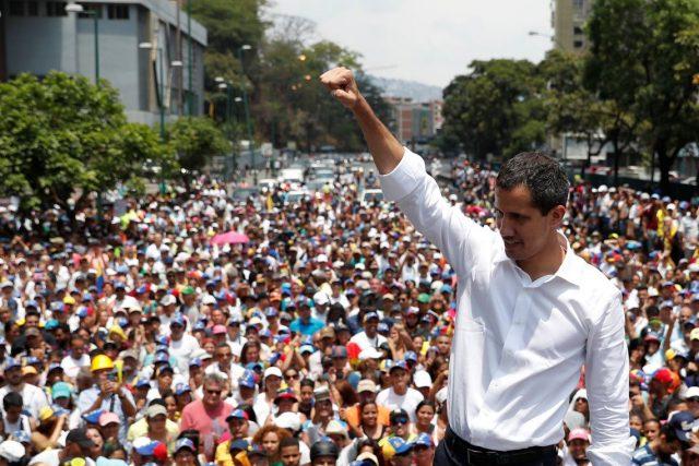 Guaidó estuda opções para tirar Maduro do poder
